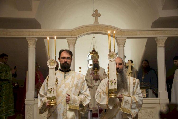 Свети Никола Кавасила: Онима који тврде како помињање светих на Литургији представља молитву коју свештеник за њих упућује Богу