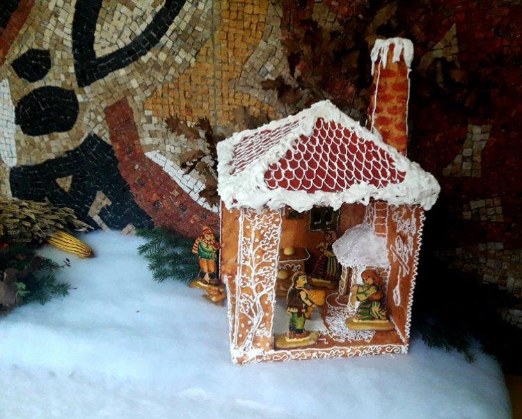 Изложба у школи у Конареву: Божић тишине и осаме осликан у меду